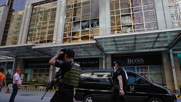 特警SWAT分隊前往大廈內部尋找兇嫌
