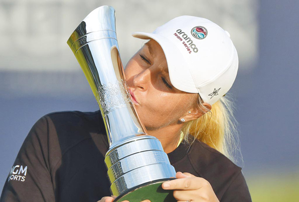 瑞典女將諾德奎絲特親吻英國賽冠軍獎杯